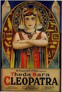 La actriz Theda Bara, prototipo de la vampiresa durante la década de los 20 , fue blanco de las iras moralistas en Estados Unidos.
